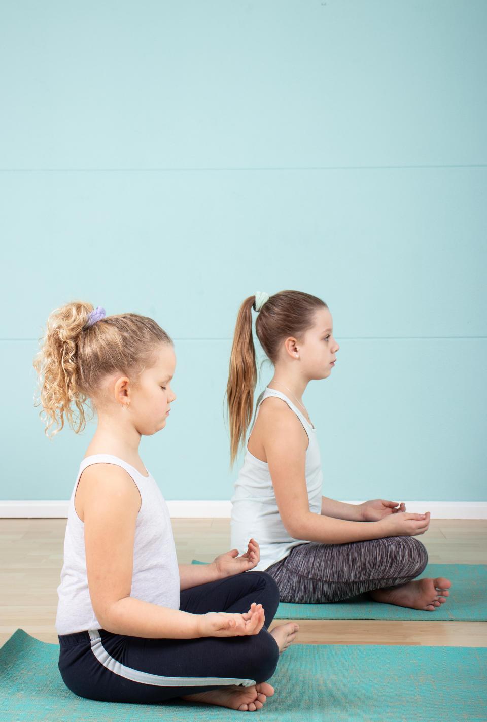 kinderen in meditatie beoefening